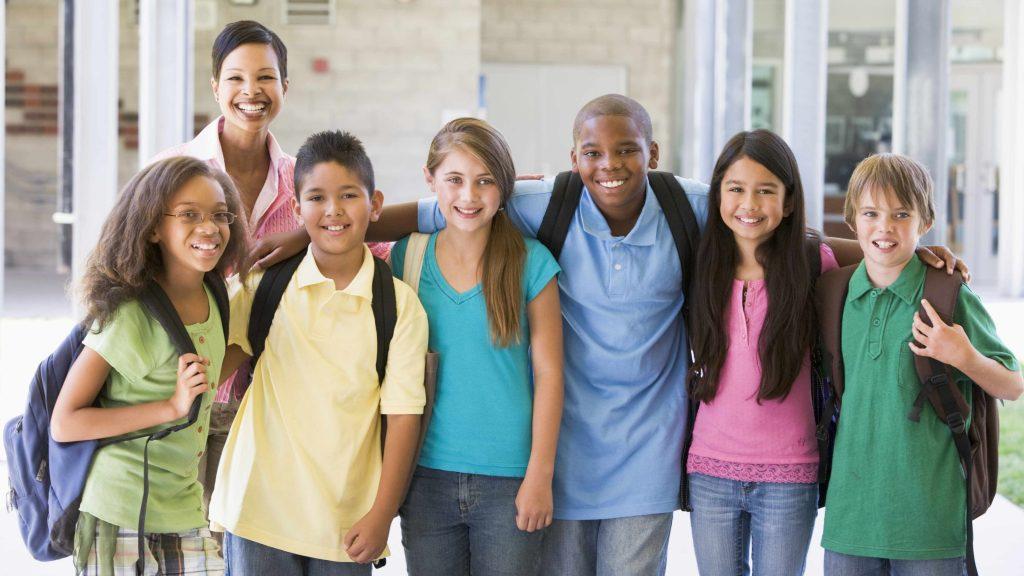 Un grupo de jóvenes adolescentes