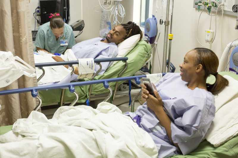 Olympian Aries Merritt in hospital with sister before kidney transplant