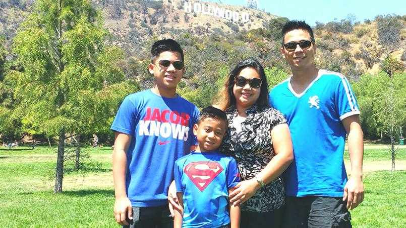 patient Gloria Pena and her family