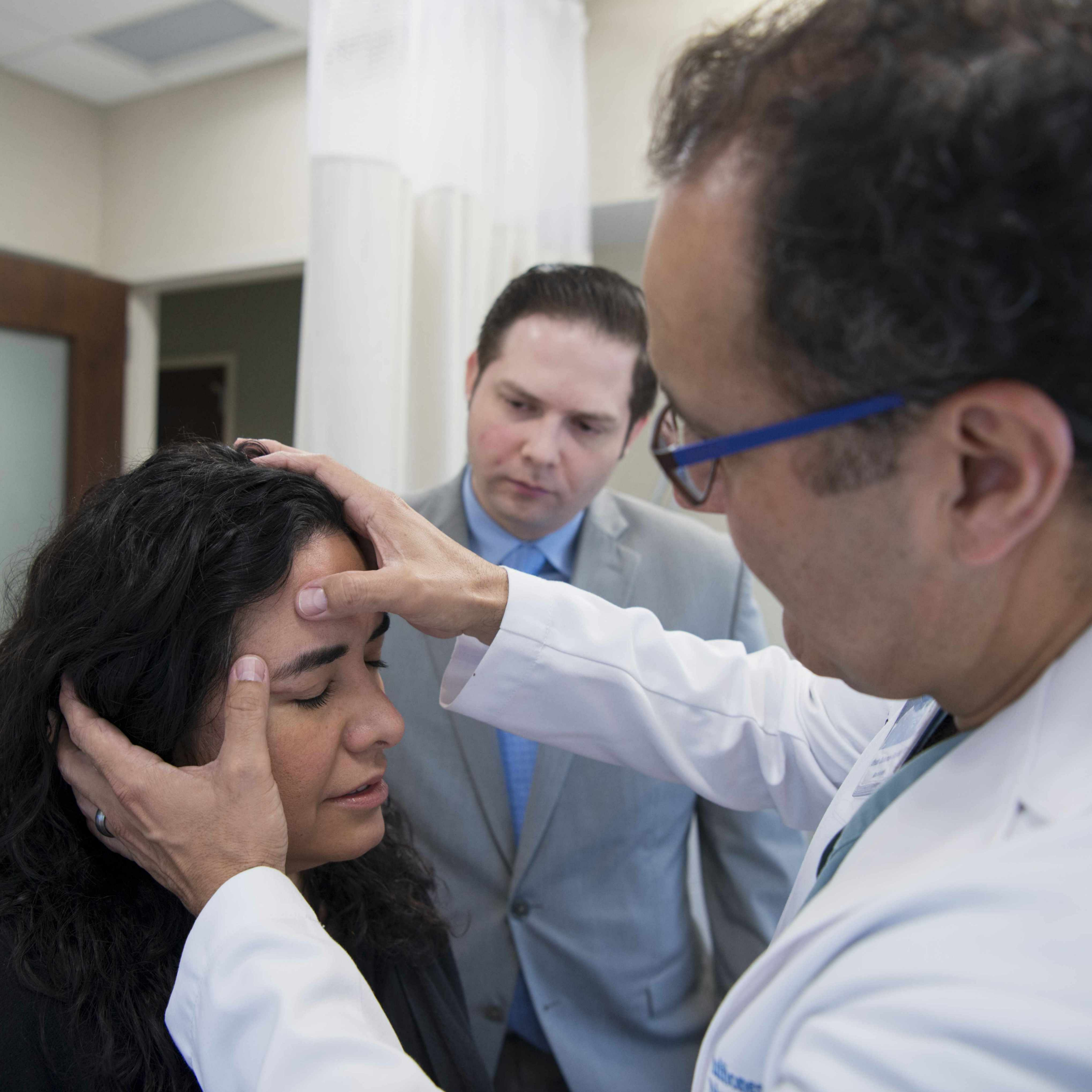 scarless brain surgery patient being examined by doctor