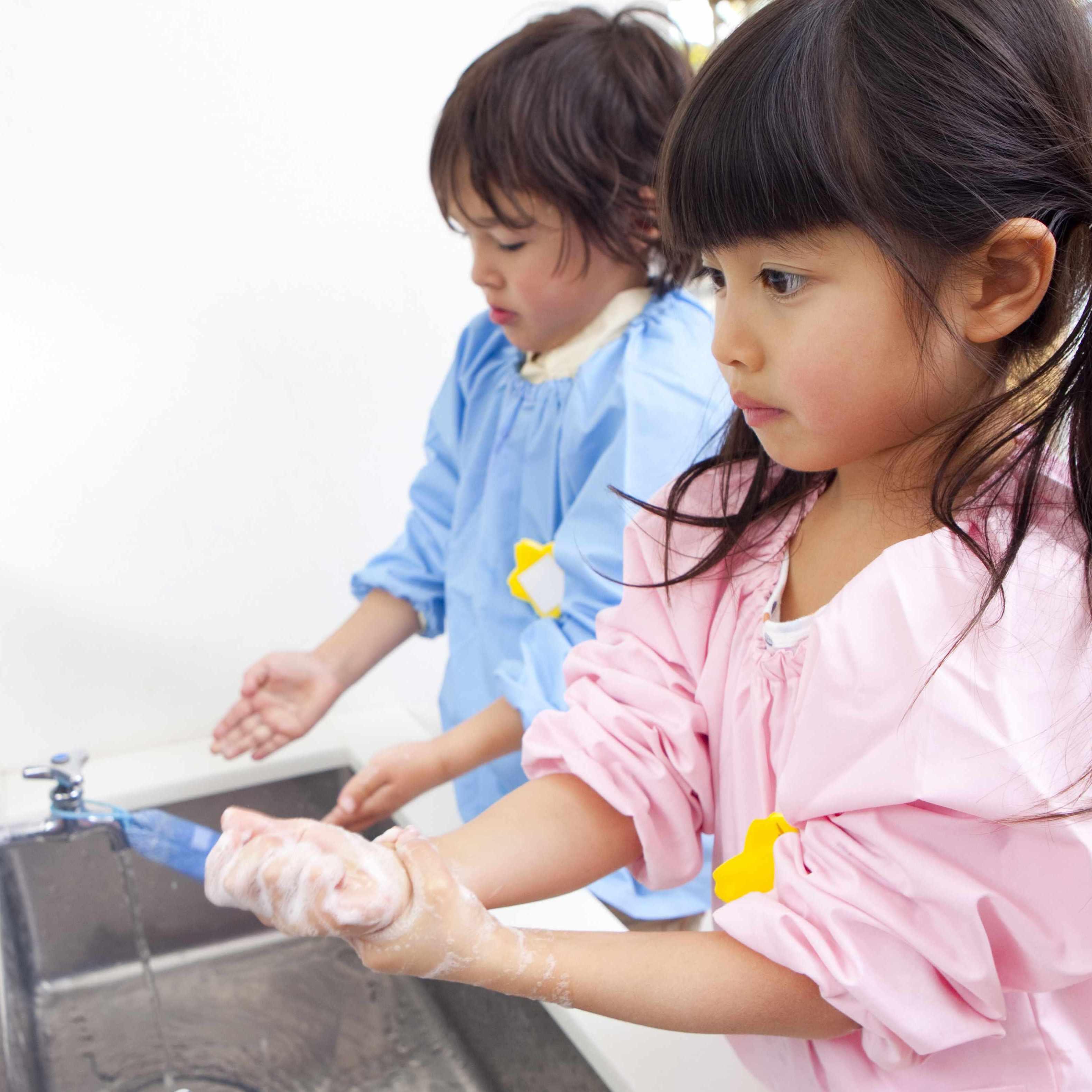 children washing hands in sink