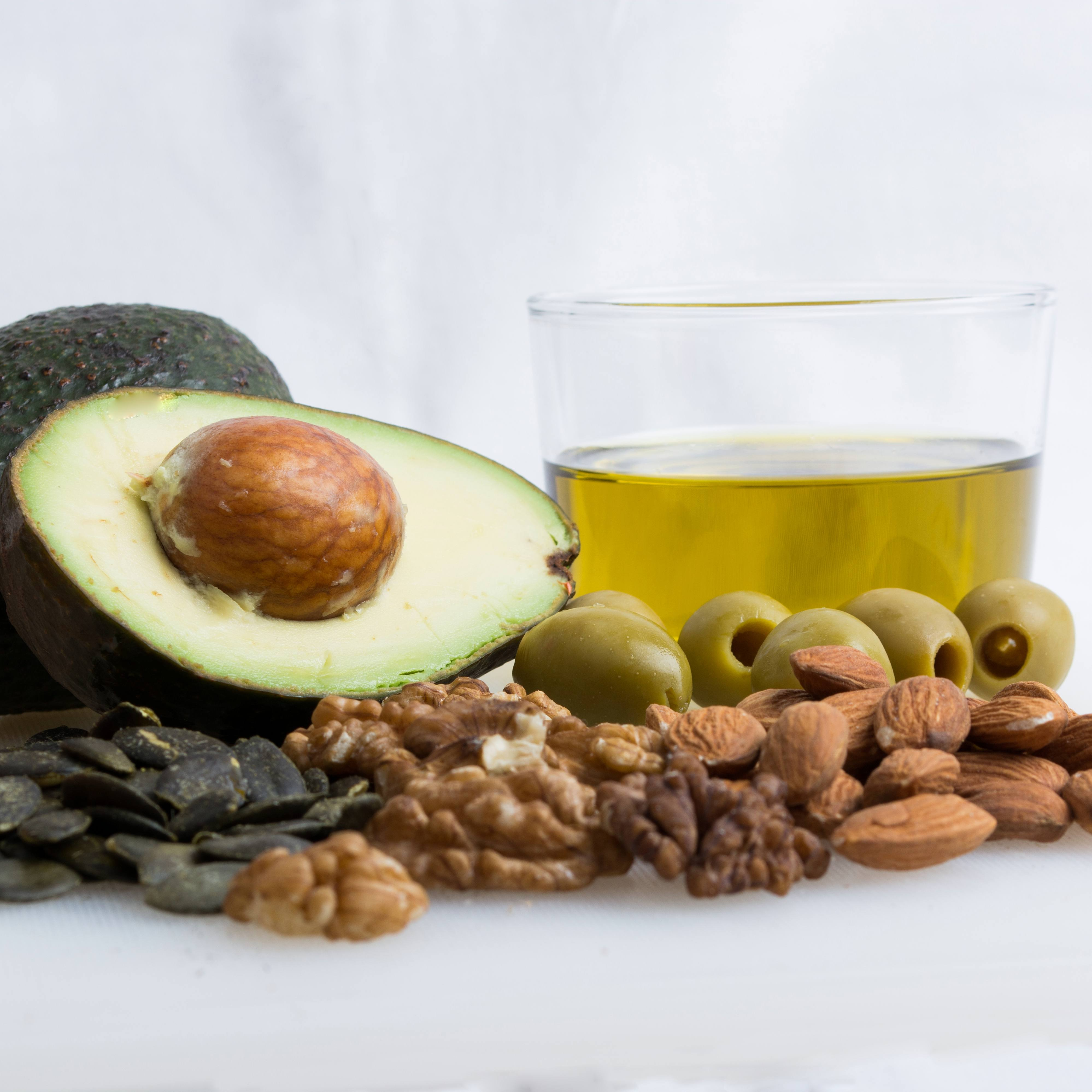 healthy fat foods, avocado, olive oil and nuts
