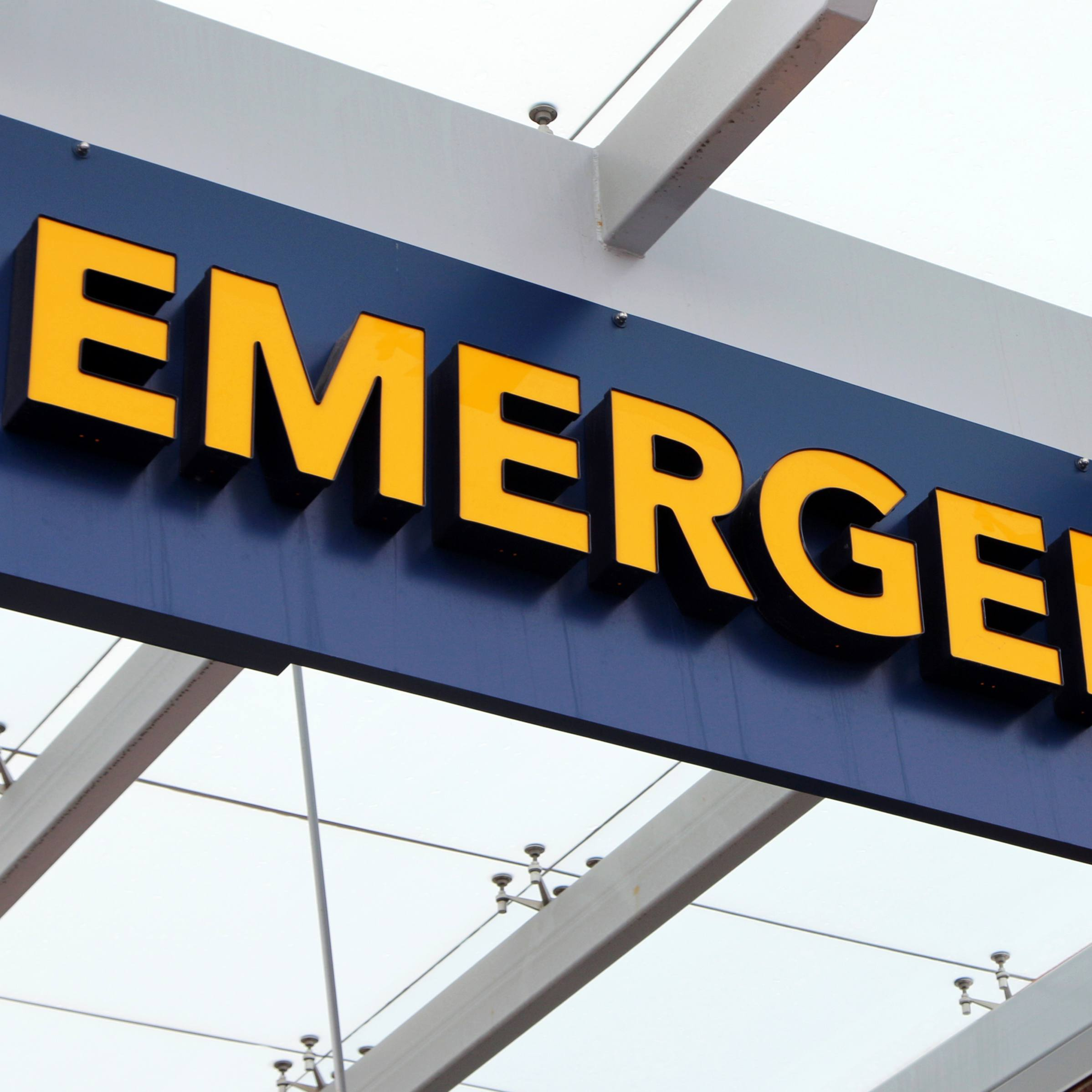 close up of an outside hospital emergency sign
