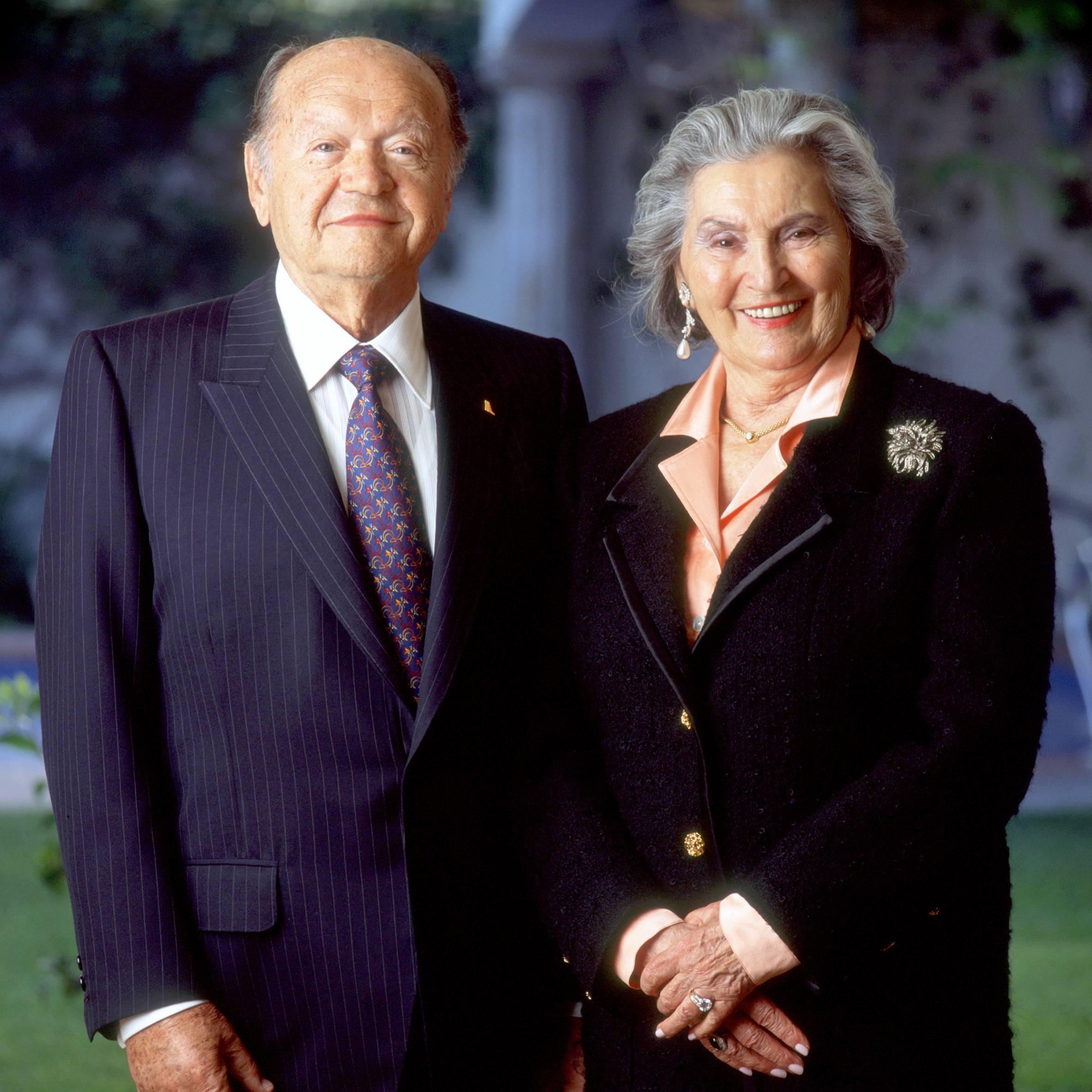 Mr. and Mrs. Leslie Gonda smiling in formal portrait