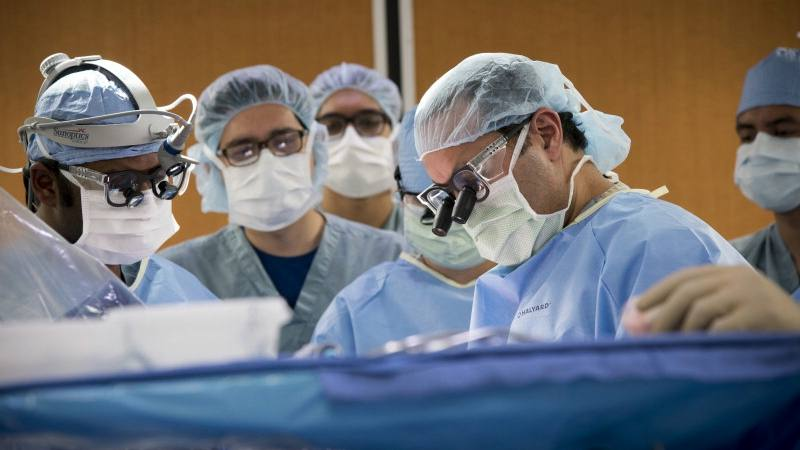 Dr. Alfredo Quinones-Hinojosa, Dr. Q in an operating room with a neurosurgery team doing brain surgery