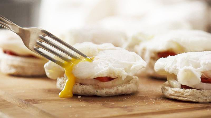 Smoked Gouda and vegetable poached egg sandwich