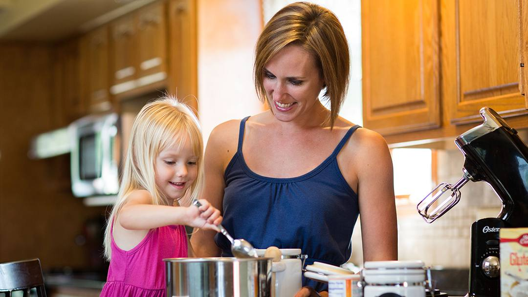Sheri Sargent and her daughter Hazel cooking in the kitchen