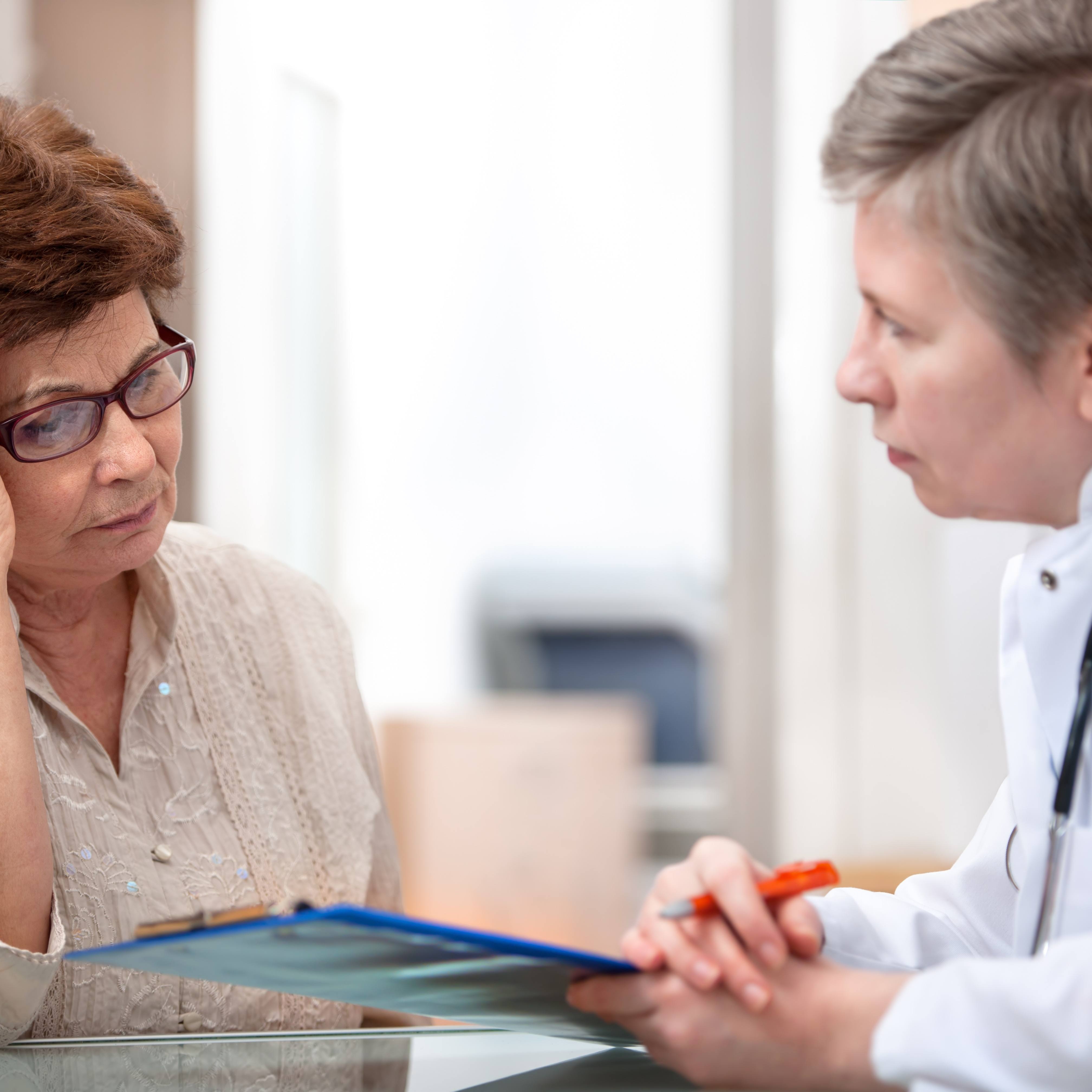 Female patient tells the doctor about her health complaint