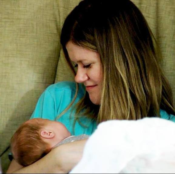 Lizzie Stoltz holding her baby Madelyn
