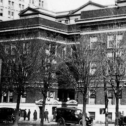 Historic Mayo Clinic Rochester street scene in 1914